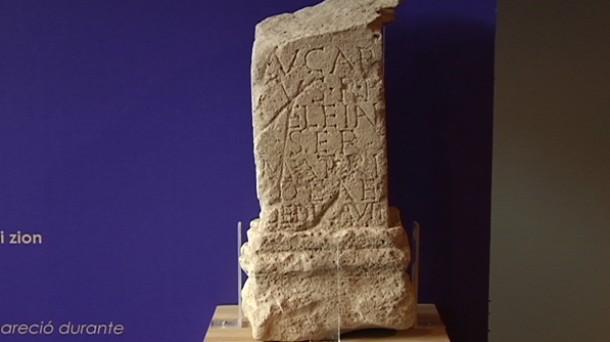 Iruña-Veleian aurkitutako inskripzioak. Argazkia: EITB