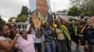 Hegoafrika negarrez: Madiba agurtzeko, milaka lagun kalean