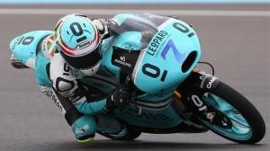 Efrén Vázquez pilotando una moto en el Mundial de motociclismo. Foto de archivo: EFE