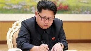 Kim Jong Un boto paperak eta hautetsontziak fabrikatzen hasi da
