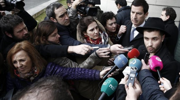 Azcona acudió a declarar a la Audiencia de Navarra, que archivó la causa. EFE