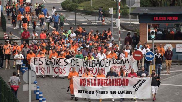 Manifestación de los estibadores en el Puerto de Bilbao. Foto de archivo: EFE