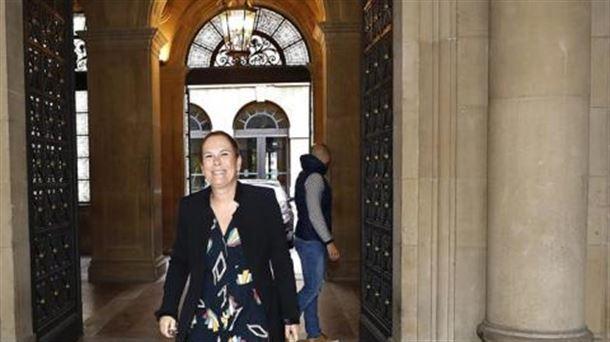 La presidenta del Gobierno de Navarra, Uxue Barkos, sale del Palacio de Navarra. Foto: EFE