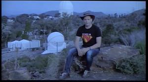 Un cordobés controlando el mayor telescopio óptico de Australia
