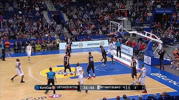 Bilbao Basketen saskiratze bat Lietuvos Rytasen aurkako partidan. Argazkia: EiTB