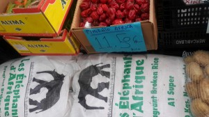 La hidalguía universal de los vascos y Fotovoz: la alimentación por barrios