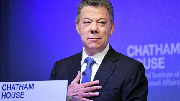 Juan Manuel Santos Kolonbiako presidentea, Londresen, Chatham House saria jaso ostean. EFE.