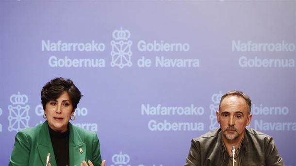 Maria Solana eta Roberto Perez, Hezkuntzako kontseilaria eta zuzendari nagusia, gaur (EFE).
