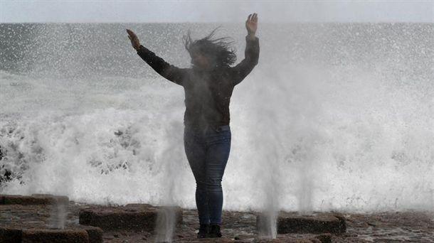 Grandes olas en el Peine del Viento