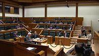Espainiako Gobernuaren esku-hartzeak salatu ditu Legebiltzarrak