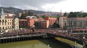 Miles de personas salen a la calle en Bilbao en defensa de las pensiones dignas