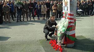 Cientos de personas recuerdan en Bilbao al ertzaina Inocencio Alonso